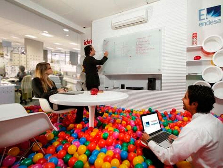 Espectaculares oficinas creativas dise o for Decoracion oficina creativa